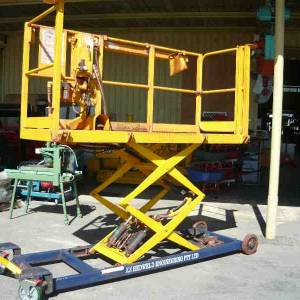 Photo of AIR OPERATED SCISSOR LIFT