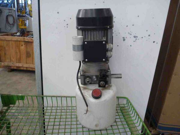 Photo of ASYNCHRONOUS 240 VOLT HYDRAULIC POWER PACK