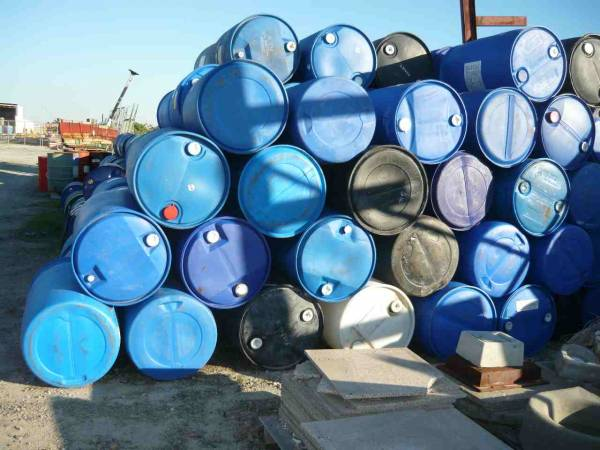 Photo of 200LITRE STEEL AND PLASTIC DRUMS.