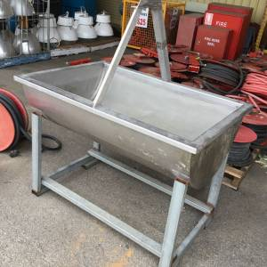 Photo of STAINLESS STEEL 250 LITRE TROUGH WITH MESH INSERT